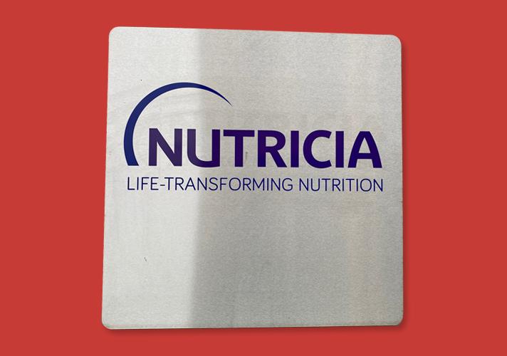 Facadeskilt i alu med computerskåret logo